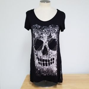 Vocal embellished skull and lace shirt